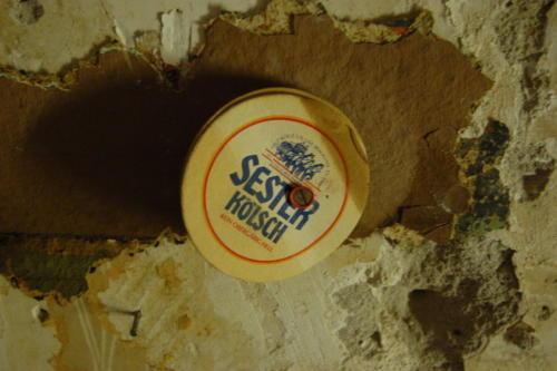 Sester-Kölsch an der Wand