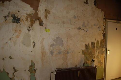 Wand freilegen